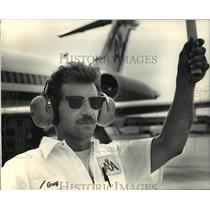 1987 Press Photo Greg Panosian American Airlines Employee - mja43014