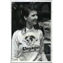 """1989 Press Photo Jeana Yeager visits""""Fly-In"""" convention of home built aircraft"""