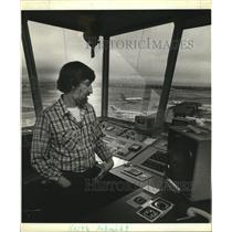 1981 Press Photo Keith Schmidt, Portland Air Traffic Controller - oro11838