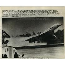 1970 Press Photo French supersonic Concorde takes off from New Orleans LA