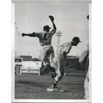1940 Press Photo Indians' Ken Keltner stretches to 1st base safe vs Atlanta