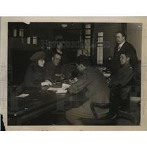 1918 Press Photo Corp. Verne Ireland, Margaret Colligan Meet w/ Military Censor