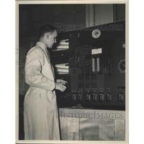 1949 Press Photo Rudy Sedlacek Checking Gauges at Major Wind Tunnel - ney25887