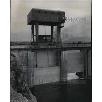 1955 Press Photo Albeni Falls gentry crane used to raise and lower spillway gate