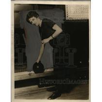 1925 Press Photo Mrs. Thomas Reichert, Bowler of Seattle, Washington - neo00626