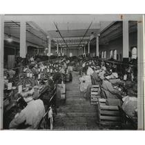 1916 Press Photo Photo shows women working for Spokane Dry Goods Wholesale.