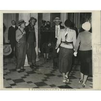 1932 Press Photo Bonus Marchers are Patrolling Lobby of the Senate in D.C.