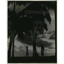 1937 Press Photo Night on Lawai Beach on the Island of Kauai, Hawaii - mja54520