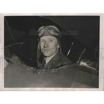 1940 Press Photo Sergeant Andrew Alden in Plane Cockpit, Mitchel Field, NY