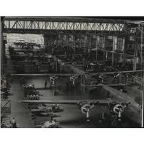 1967 Press Photo Visitors can see hangar of Spokane army air depot at Open House