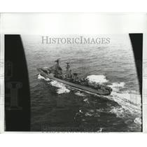 1970 Press Photo Dutch Navy Plane Swoops Low to Photograph Russian Kotlin-Class