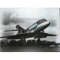 1993 Press Photo Federal Express Plane taking Off - spa42337