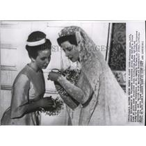 1963 Press Photo Bridesmaid Princess Anne Looks at Gift From Ogilvy to Alexandra