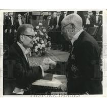 1970 Press Photo Gustaf VI Adolf congratulates Paul Samuelson - nef59772
