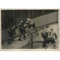1976 Press Photo Flyers Jimmy Watson vs Islanders Dave Lewis - lfx05164