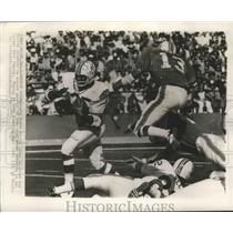 1970 Press Photo Jim Nance of Patriots vs Dolphins Jake Scott at Orange Bowl