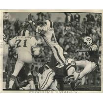 1971 Press Photo Howfield of Jets kicks field goal vs Buffalo Bills - lfx05238