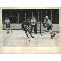 1974 Press Photo Flames Curt Bennett vs NY Islanders Denis Potvin at NHL in NY