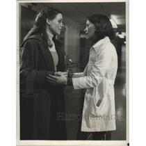 1979 Press Photo Bonnie Bedelia and Bess Armstrong in Walking Through the Fire.