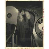 1927 Press Photo Wilfred D'Aquin steps off plane - nox04076