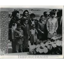 1969 Press Photo Coretta King Visits Dr Martin Luther King Jr Grave, Atlanta