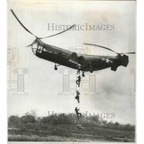 1947 Press Photo Demonstration of Possibilities of Mass Rescue of 5 Men
