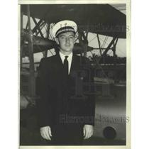 1938 Press Photo Max Weber Has Flown 40 Flights Hanging Up a 340,000 Mile Record