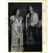 1981 Press Photo Mary Jean Mohn Gresham High School Spanish teacher takes stage