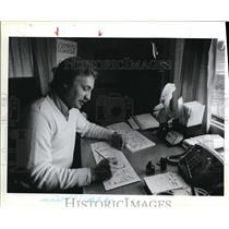 1983 Press Photo Bill Meek Greeting card Cartoons Artist - ora64401