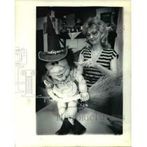 1981 Press Photo Judy Riley whose craft shop is home to Bertha the kitchen witch