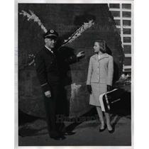 1964 Press Photo British actress Roberta Woolley with driver Harold Halderman