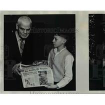 1975 Press Photo Bob Bennett, 67, blind man & Mark Golden 11 - orb31076