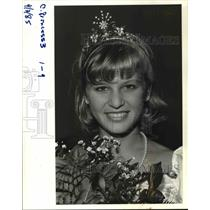 1985 Press Photo Emily Ann Perry crowned Grant High School's Rose Festival prin
