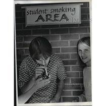1972 Press Photo Smoking area inside Vancouver high school - orb43715