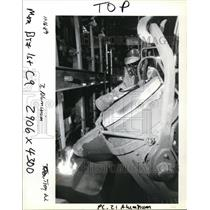 1989 Press Photo Roger Carscallen Pours Molten Metal at Venalco Inc. - orb55445