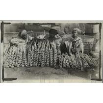 1927 Press Photo Farmers selling tomatoes in a market in Burma - mjx24746