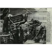 1938 Press Photo Inside Skoda Avion Factory in Praha, Czecholovakia - mjx24978