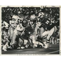 1972 Press Photo Sants' Defense Close in on Wendell Hayes, New Orleans Saints