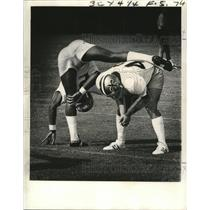 1974 Press Photo New Orleans Saints Stan Moley and Rod McNeill Exercising