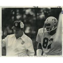 1973 Press Photo New Orleans Saints - Coach Jim Champion with Bob Pollard.