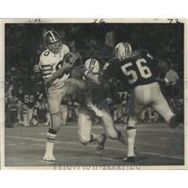 1973 Press Photo New Orleans Saints - Wide receiver Doug Winslow grabs a pass.