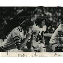 1973 Press Photo New Orleans Saints - Punter Steve O'Neal sits on the bench.