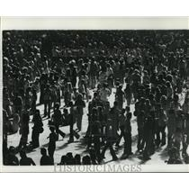 1975 Press Photo New Orleans Saints- Crowds going in all directions. - noa02702