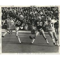 1972 Press Photo New Orleans Saints-Saints Jim Carter (50) got in the way.