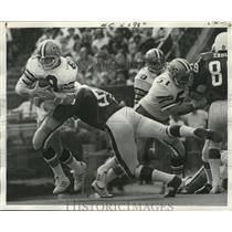 1972 Press Photo New Orleans Saints- Archie Manning protects the ball.