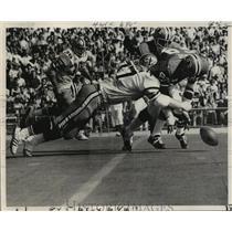 1972 Press Photo New Orleans SaintsAtlanta's Mike Lewis falls on Saint's fumble.
