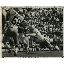 1972 Press Photo New Orleans Saints- Doug Mooers reaches for fumble. - nos00337