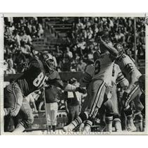 1972 Press Photo New Orleans Saints-They even come from behind to get Archie.