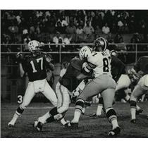 1970 Press Photo New Orleans Saints - Neil Rushes the Quarterback - nos00425