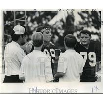 1971 Press Photo New Orleans Saints - Dave Long & Clovis Swinney Break for Water